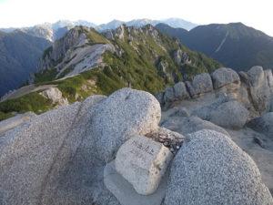 燕岳とこれから歩く稜線