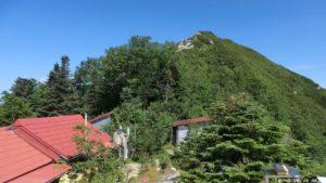 小屋から山頂